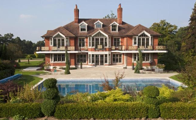 Tom Cruise puts 4.95m pound UK property up for sale