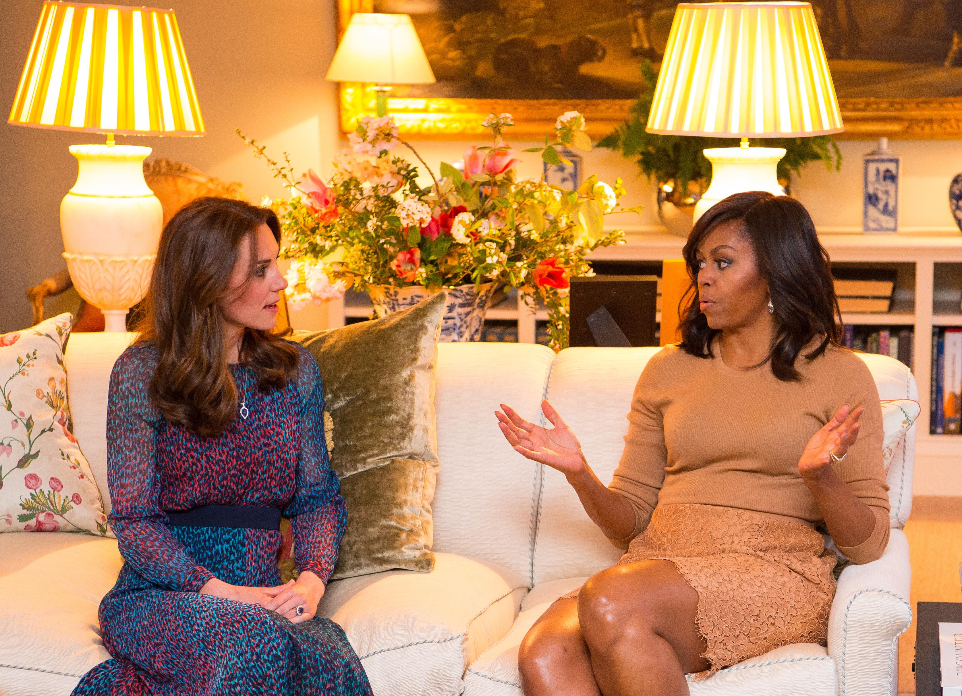 LONDON, ENGLAND - APRIL 22: Catherine, Duchess of Cambridge speaks with First Lady of the United States Michelle Obama in the Drawing Room of Apartment 1A Kensington Palace as they attend a dinner on April 22, 2016 in London, England. The President and his wife are currently on a brief visit to the UK where they attended lunch with HM Queen Elizabeth II at Windsor Castle and later will have dinner with Prince William and his wife Catherine, Duchess of Cambridge at Kensington Palace. Mr Obama visited 10 Downing Street this afternoon and held a joint press conference with British Prime Minister David Cameron where he stated his case for the UK to remain inside the European Union. (Photo by Dominic Lipinski - WPA Pool/Getty Images)