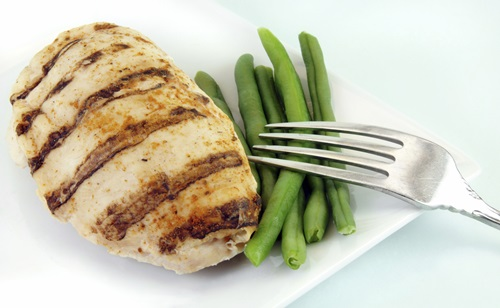 Chicken Pitta With Green Beans And Peppers Think portion size when you're snacking. Sometimes the healthiest snacks are food that are smaller portions of full meals that you would put time into creating. Add chicken, green beans and peppers to a wholewheat pitta for a yummy, guilt-free snack.