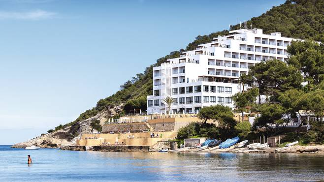 Seven Reasons To Stay… At Palladium Cala Llonga | Her ie