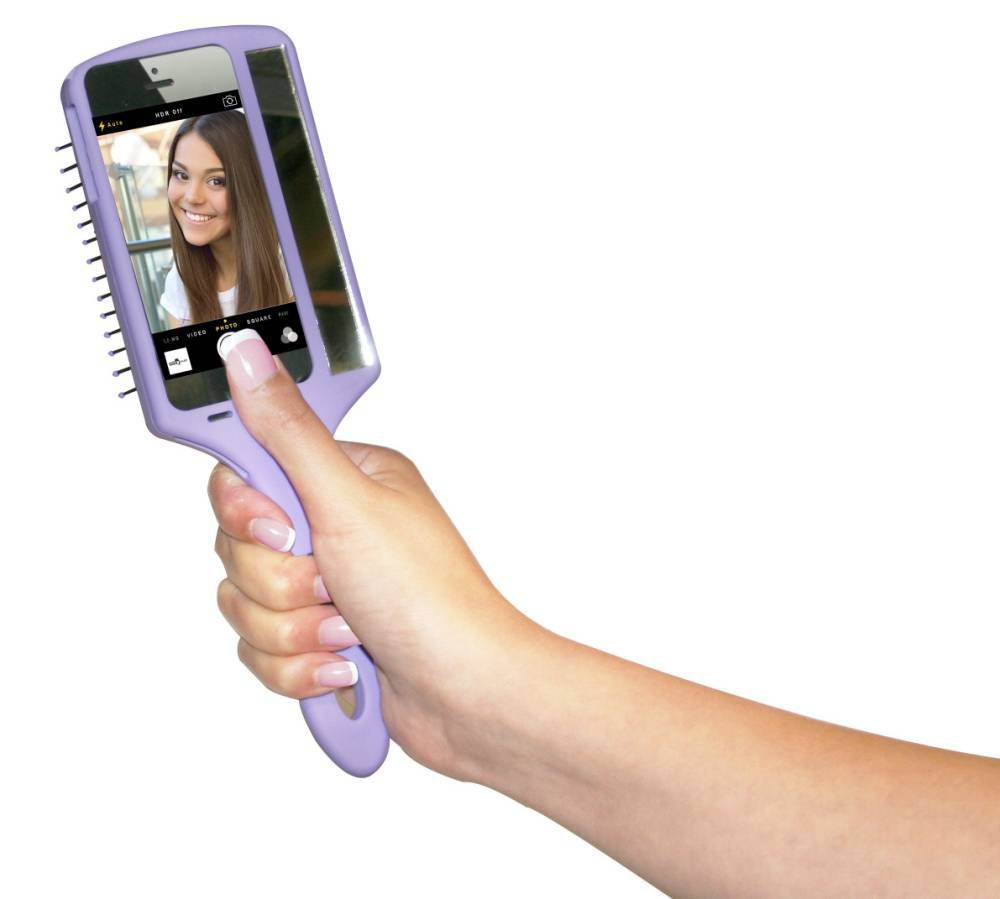 How to hold phone for selfie