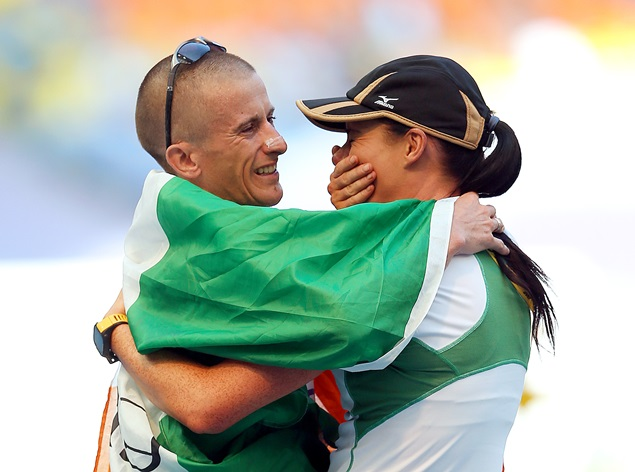 Robert Heffernan celebrates with his wife Marian after winning gold 14/8/2013
