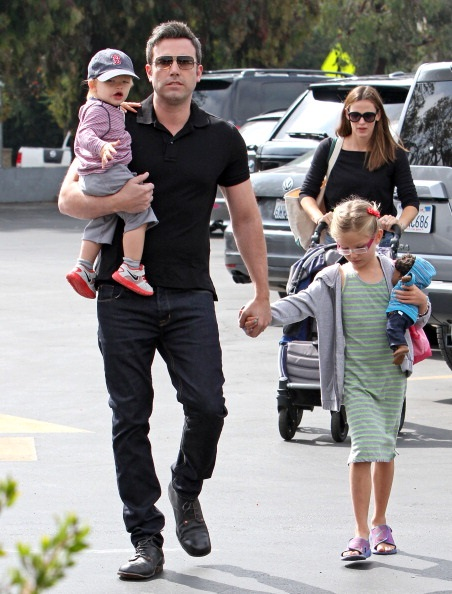 LOS ANGELES, CA - AUGUST 11: Ben Affleck, Jennifer Garner, Violet Affleck and Samuel Affleck are seen on August 11, 2013 in Los Angeles, California. (Photo by JB Lacroix/WireImage)