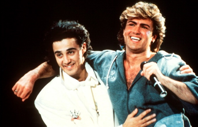 Andrew Ridgeley and George Michael of Wham performing on stage in 1985. (Photo by Michael Putland/Getty Images)