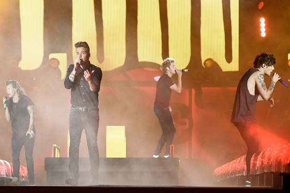 CHICAGO, IL - AUGUST 23: (L-R) Harry Styles, Liam Payne, Niall Horan and Louis Tomlinson of One Direction perform at Soldier Field on August 23, 2015 in Chicago, Illinois. (Photo by Daniel Boczarski/WireImage)