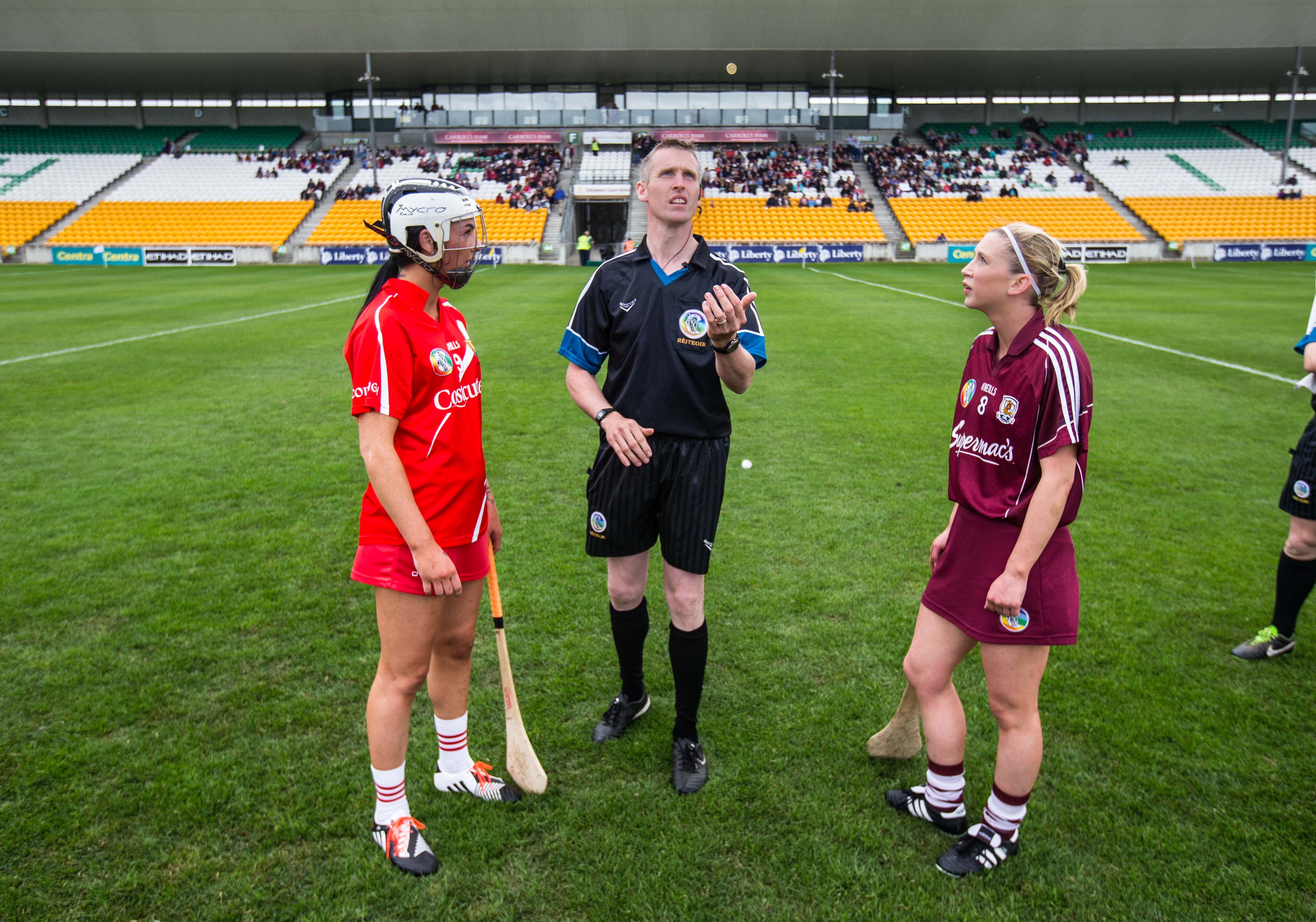 REPRO FREE***PRESS RELEASE NO REPRODUCTION FEE*** Liberty Insurance Camogie Championship Round 1, OÕConnor Park, Tullamore, Offaly 20/6/2015 Galway vs Cork Captains Niamh Kilkenny of Galway and Ashling Thompson of Cork with referee Ray Kelly during the coin toss Mandatory Credit ©INPHO/Cathal Noonan