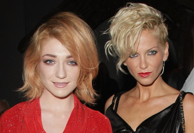 LONDON, ENGLAND - SEPTEMBER 20: Nicola Roberts (L) and Sarah Harding attend the Vivienne Westwood Red Label Fashion Show during London Fashion Week on September 20, 2009 in London, England. (Photo by Gareth Cattermole/Getty Images)