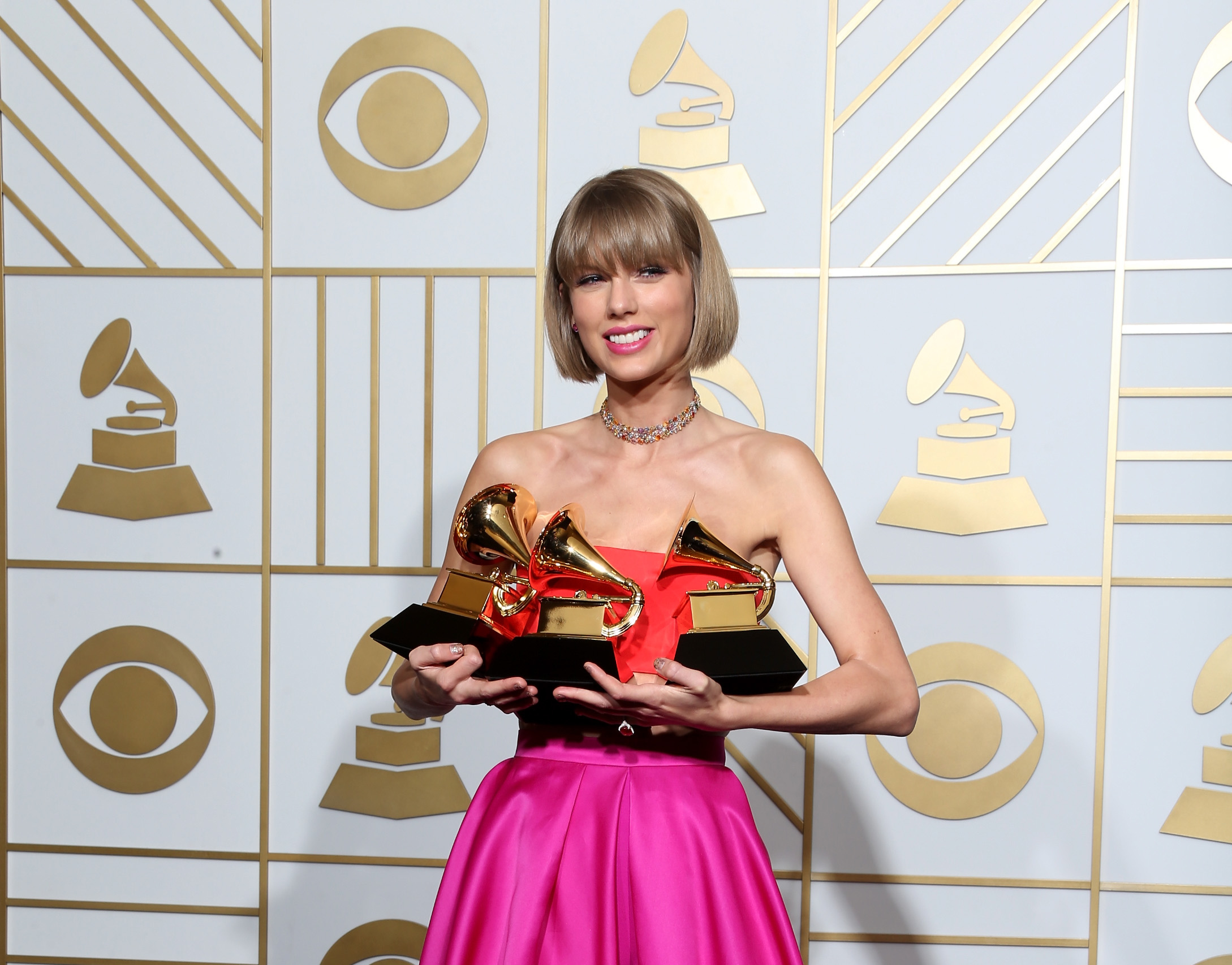 """LOS ANGELES, CA - FEBRUARY 15: Singer Taylor Swift, winner of the awards for Album of the Year and Best Pop Album for """"1989"""" and Best Music Video for """"Bad Blood,"""" poses in the press room during The 58th GRAMMY Awards at Staples Center on February 15, 2016 in Los Angeles, California. (Photo by Frederick M. Brown/Getty Images for NARAS)"""