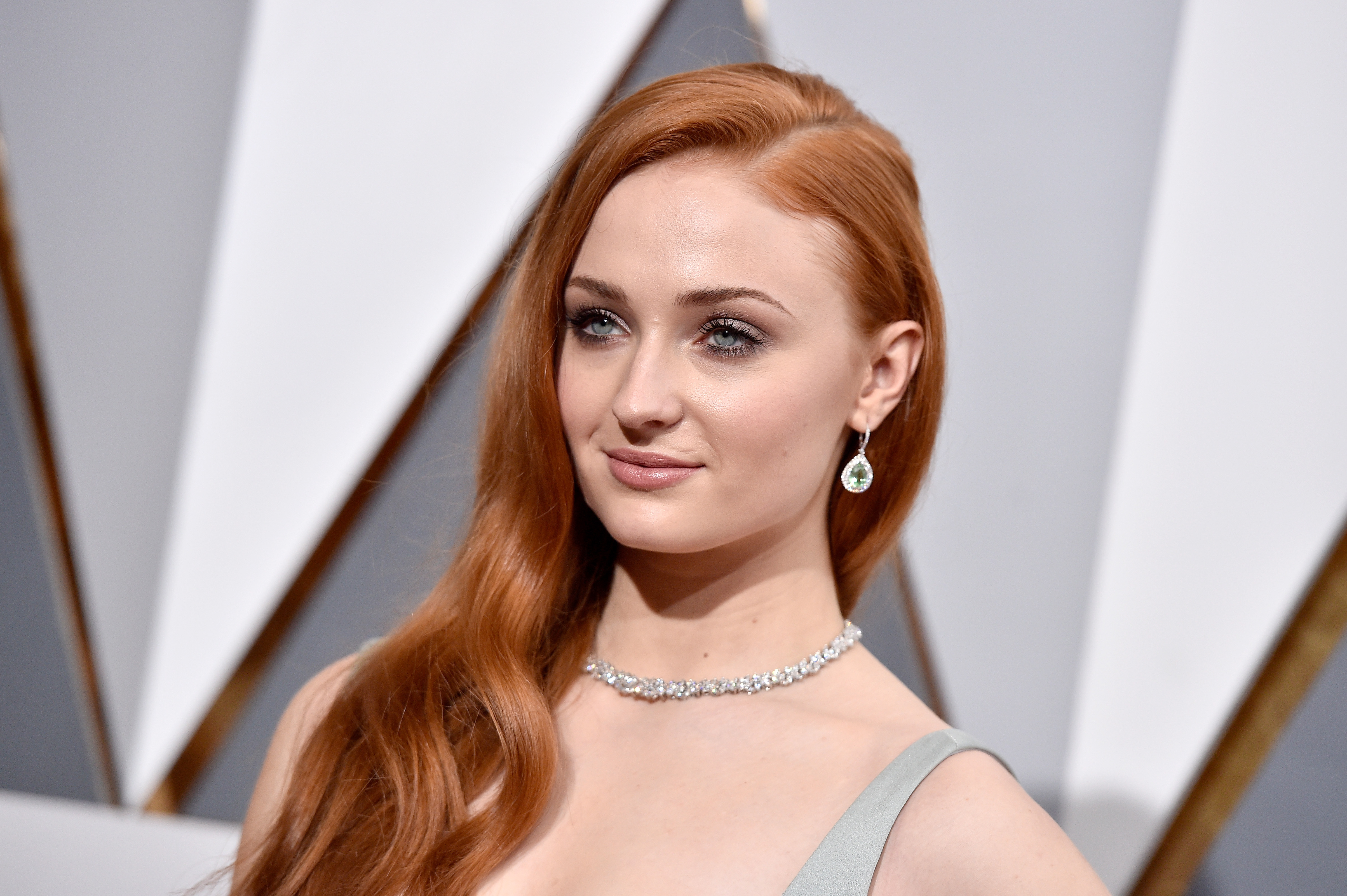 Sophie Turner Has Already Revealed The Game Of Thrones Ending To Some Of Her Friends Her Ie