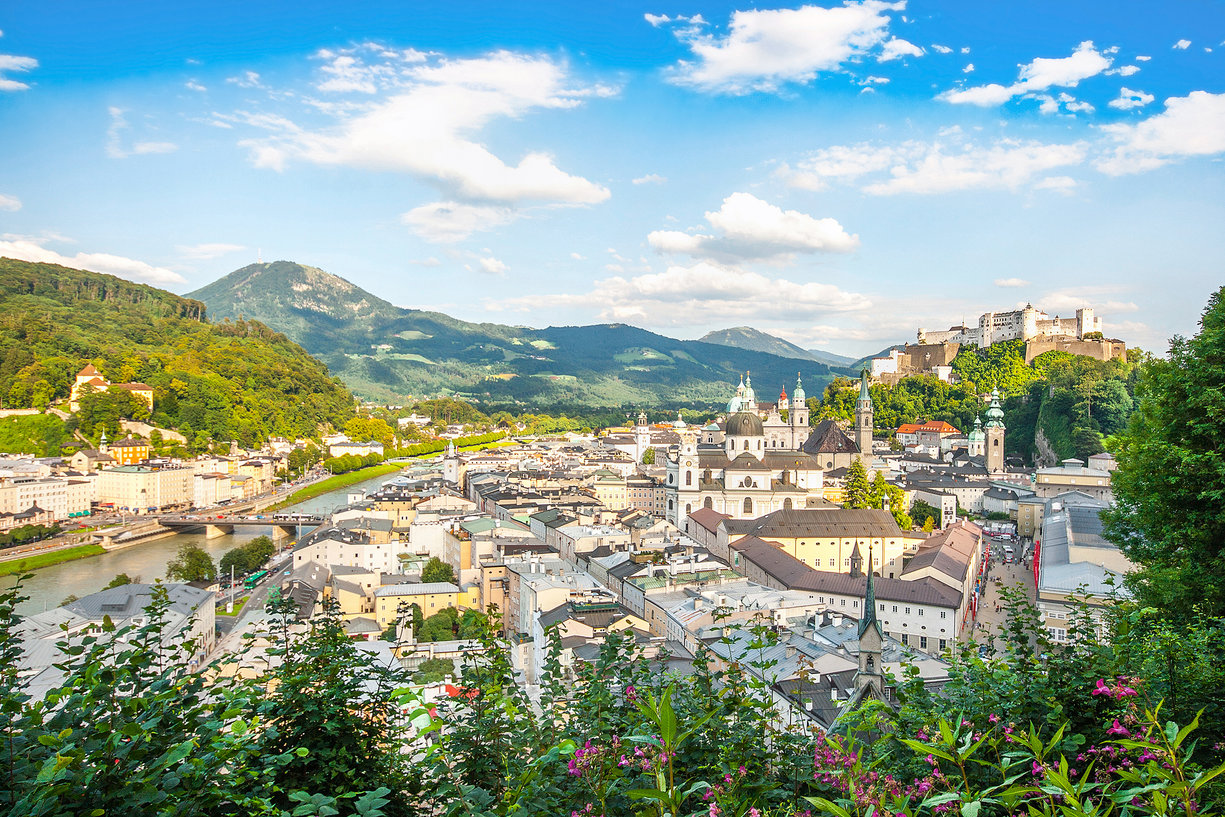 Belle vue sur la ville historique de Salzbourg avec Festung Hohensalzburg au printemps, Salzburger Land, Autriche; Shutterstock ID 129743870