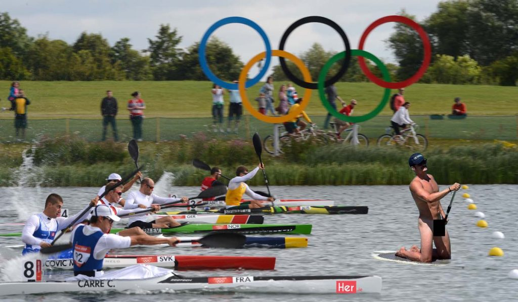 Rowers start competing in one of the kayak single (K1) 1000m men's semifinals during the London 2012 Olympic Games, at Eton Dorney Rowing Centre in Eton, west of London, on August 6, 2012. AFP PHOTO / FRANCISCO LEONGFRANCISCO LEONG/AFP/GettyImages ORG XMIT: 148073417