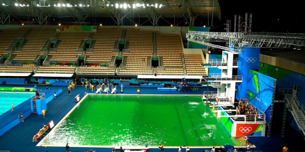 09-074245-olympic_pool_in_rio_mysteriously_turns_green