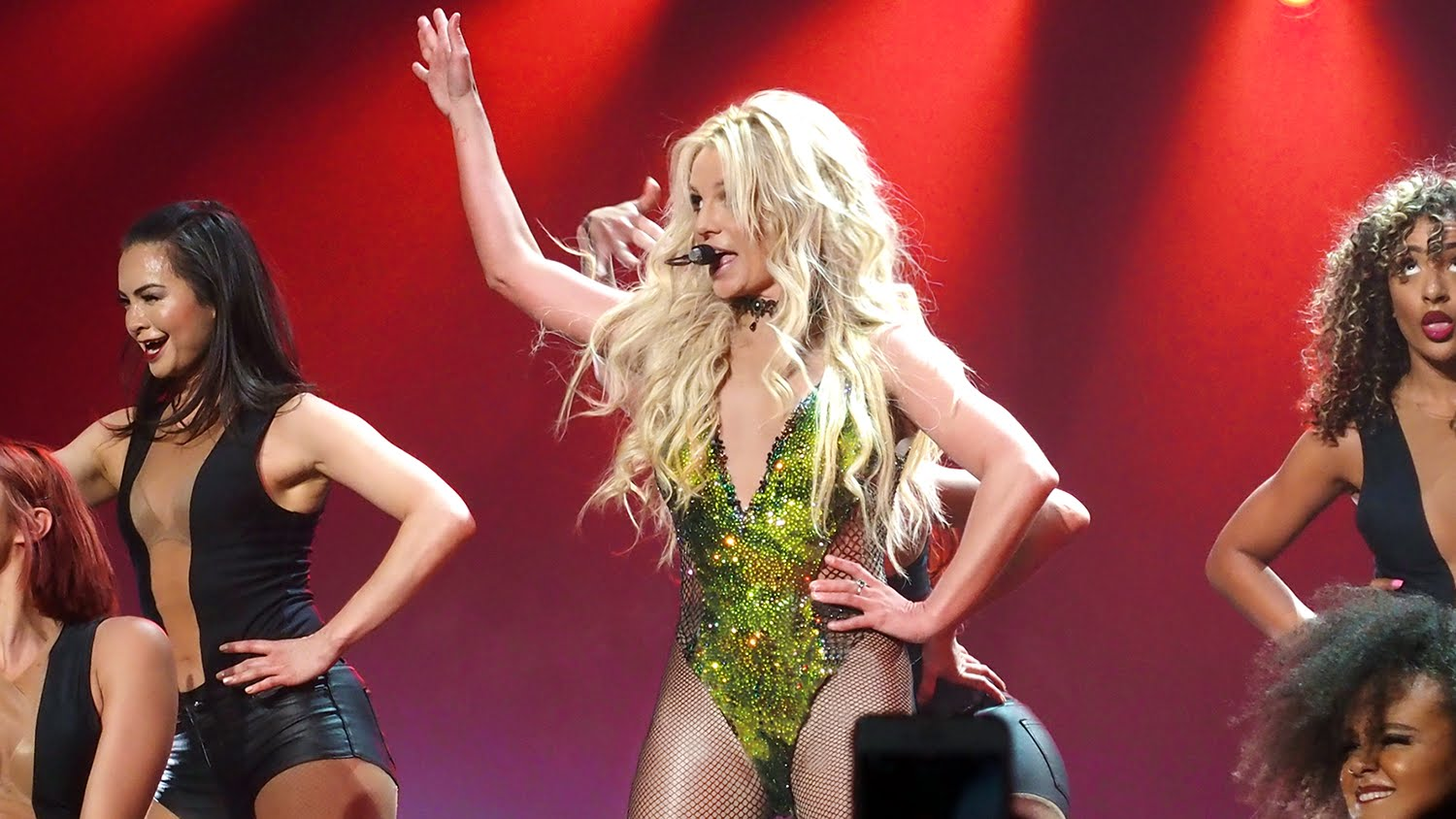 Britney returns to stage