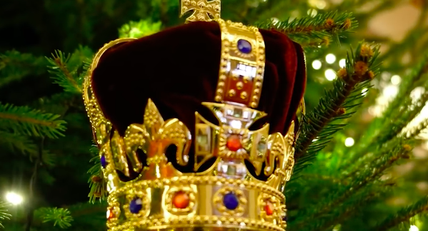 in this minute long video in true english hierarchy style it doesnt just show you some of the lavish decorations on display but also gives you some - Queen Christmas Decorations