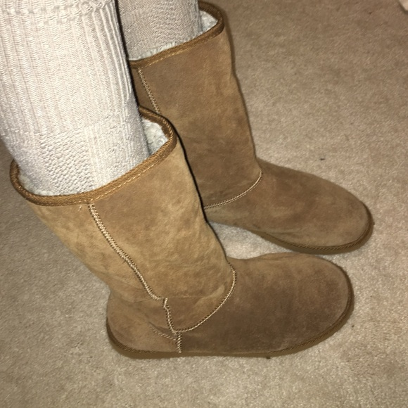 52fffafc7df 7 real struggles we all faced while wearing fake Uggs | Her.ie
