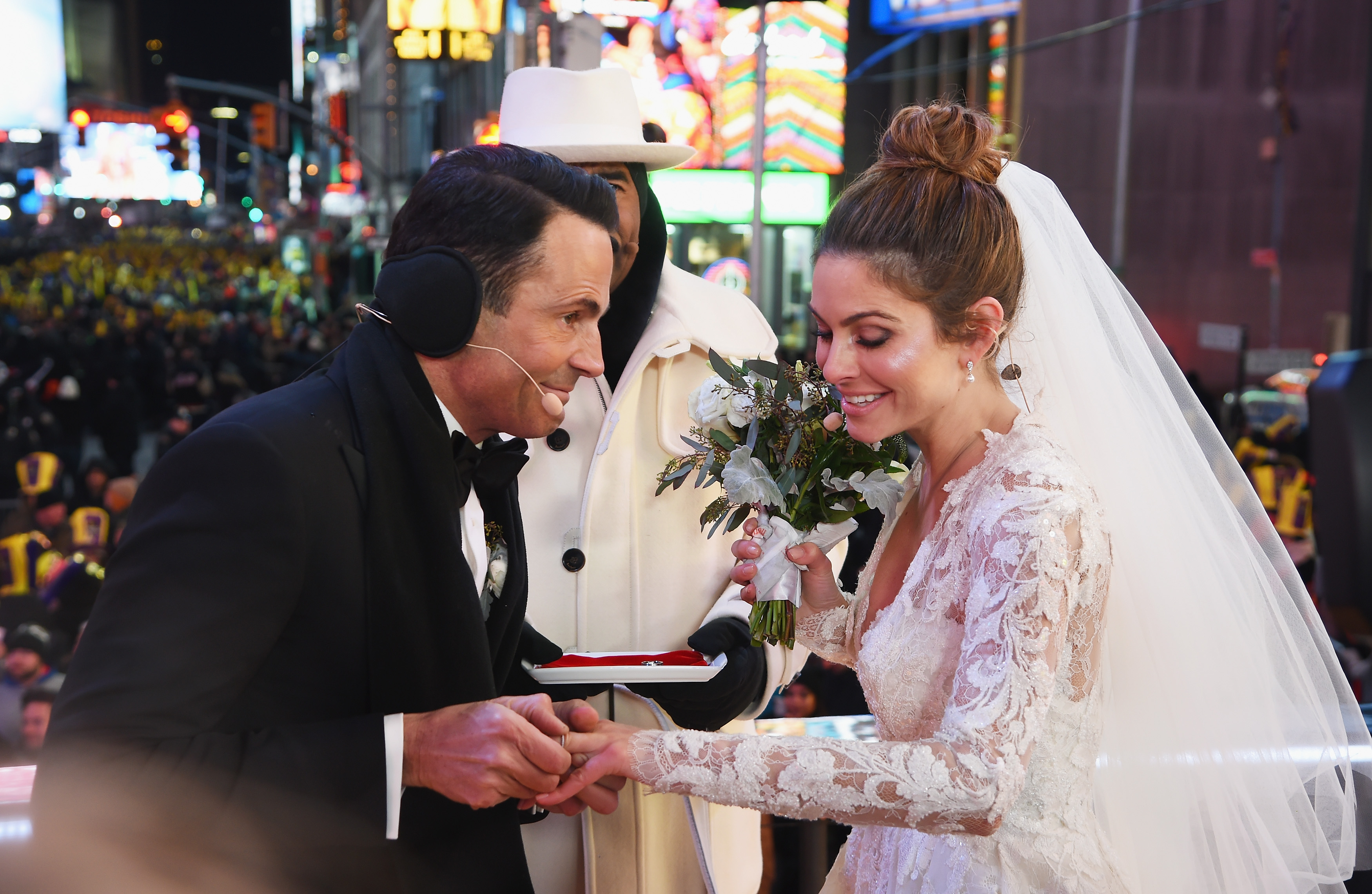 Maria Menounos, Keven Undergaro Wed In Times Square On New Year's Eve