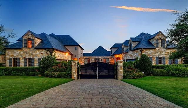 Superb Selena Gomez Is Selling Her Mansion And Its Total And Utter Beutiful Home Inspiration Ponolprimenicaraguapropertycom