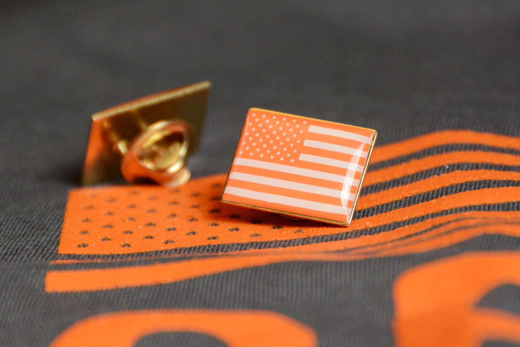 Oscars 2018: Actors wear orange American Flag pins for advocating gun safety