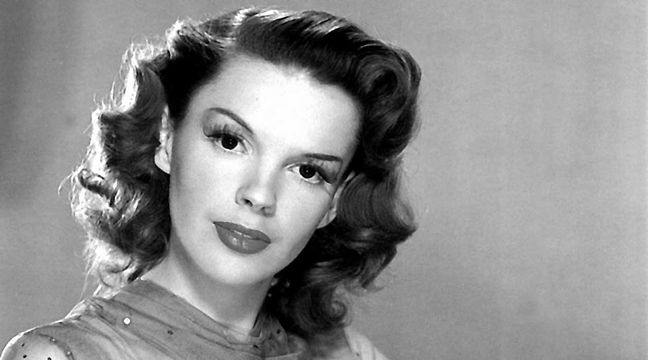 Renée Zellweger Channels Judy Garland in Upcoming Biopic