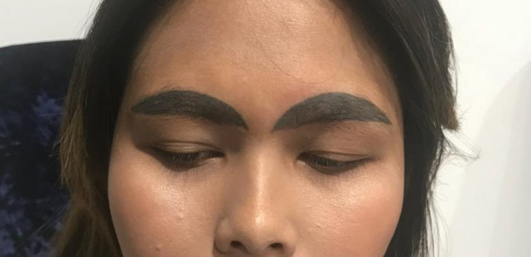 This woman\'s tattooed eyebrows are seriously NOT the result she was ...