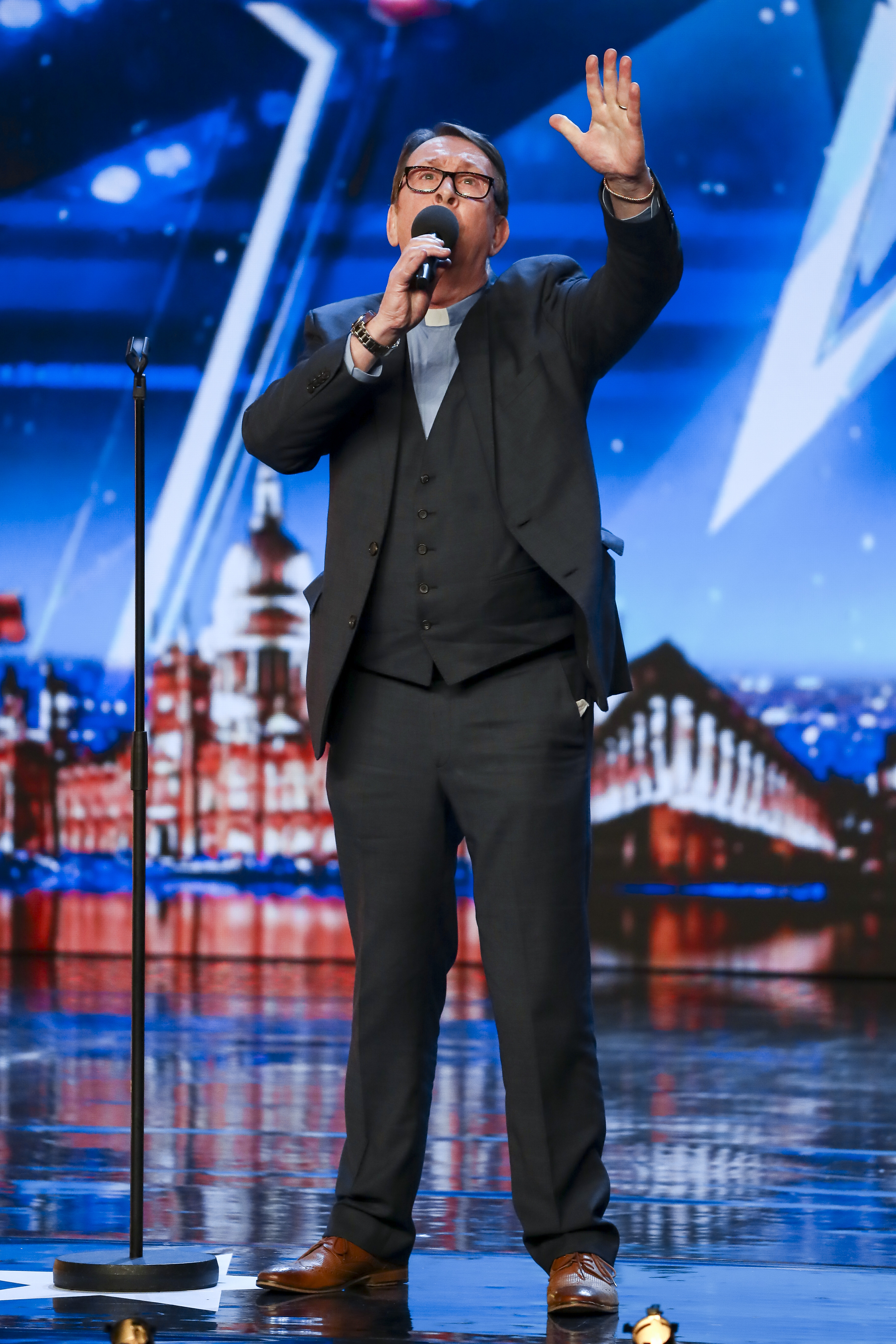 Simon Cowell Pays Fr Ray Kelly The Ultimate Compliment After Bgt Audition Her Ie