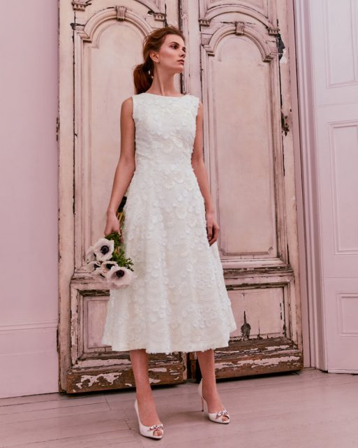 23 Gorgeous Brides In Non Traditional Wedding Dresses: 6 Gorgeous Short Wedding Dresses For A Non-traditional