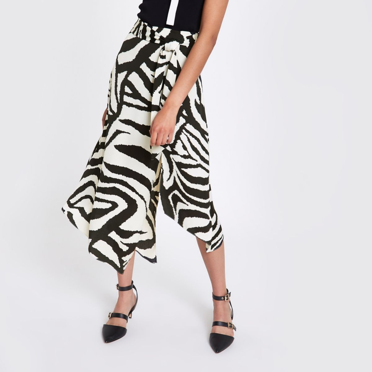 a448b3bf41 We're kind of obsessed with the €43 River Island skirt that's all ...