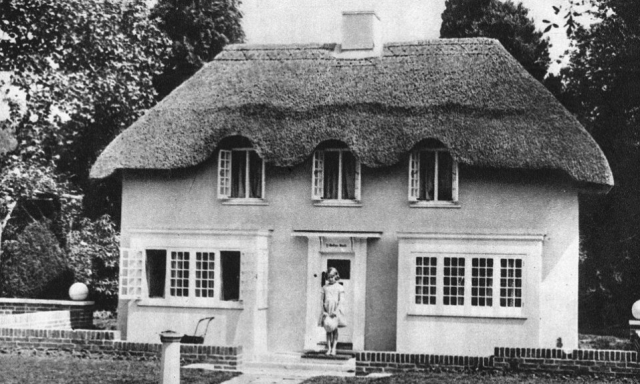 Queen Elizabeth Had A Life Size Doll House As A Child And You Have