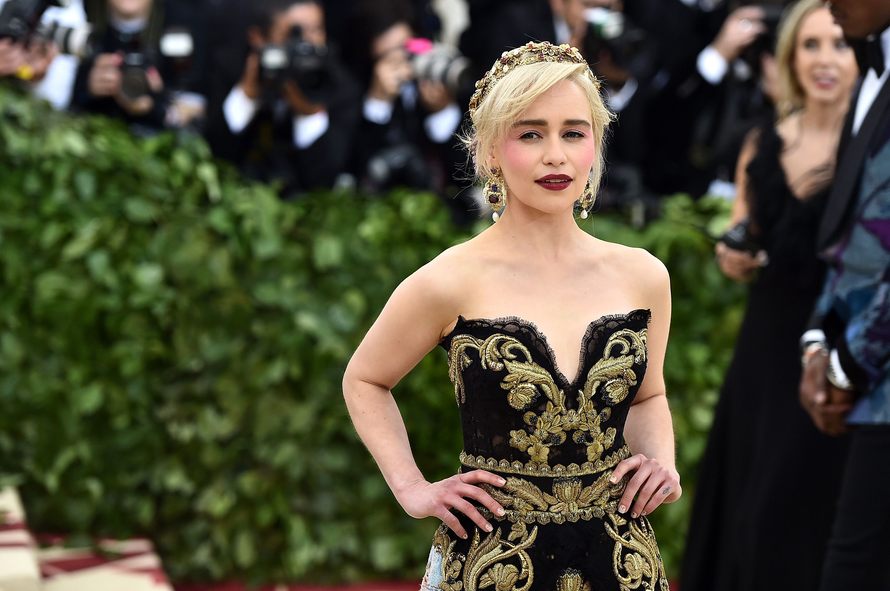 'Game Of Thrones' Star Emilia Clarke Survived Two Surgeries For Brain Aneurysms