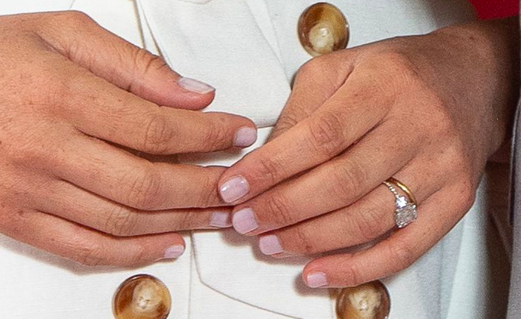Royal Fans Have Spotted That Meghan Markle S Engagement Ring Has Had An Upgrade Her Ie