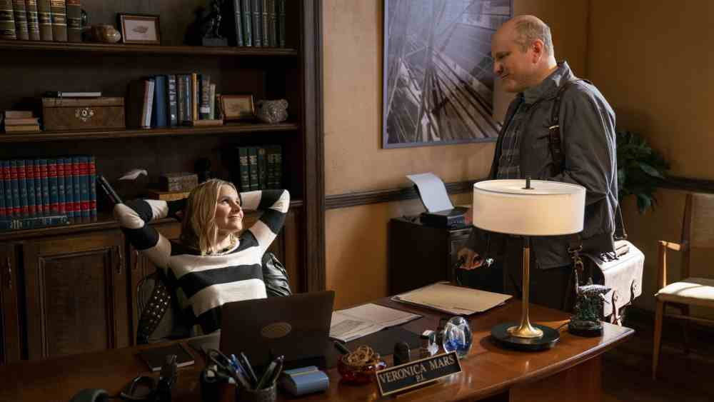 "Veronica Mars -- ""Spring Break Forever"" - Episode 101 -- Panic spreads through Neptune when a bomb goes off during spring break. Veronica and Keith are hired by the wealthy family of one victim injured in the bombing to find out who is responsible. Veronica Mars (Kristen Bell) and Keith Mars (Enrico Colantoni), shown. (Photo by: Michael Desmond/Hulu)"