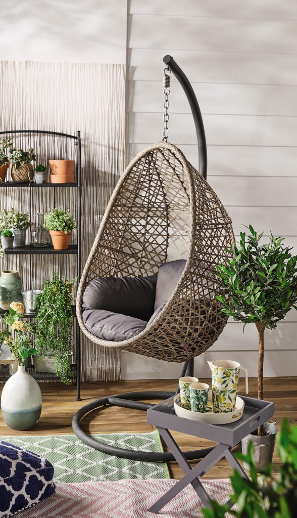 Picture of: This Amazing Hanging Egg Chair Is Coming Into Aldi Next Week And Go Go Go But Safely Herfamily Ie